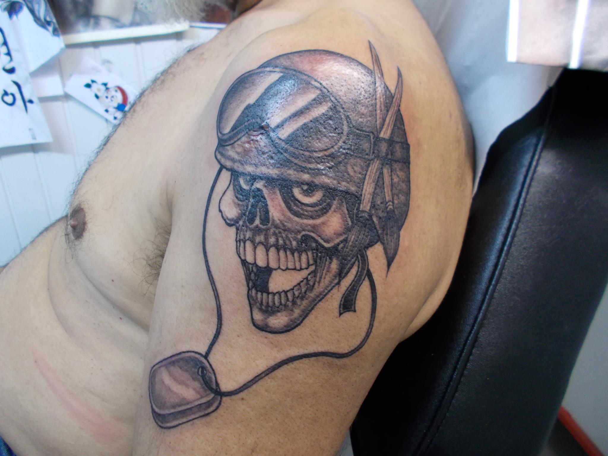 Tatouages t te de mort tattoo studio - Tatouage tete de mort simple ...