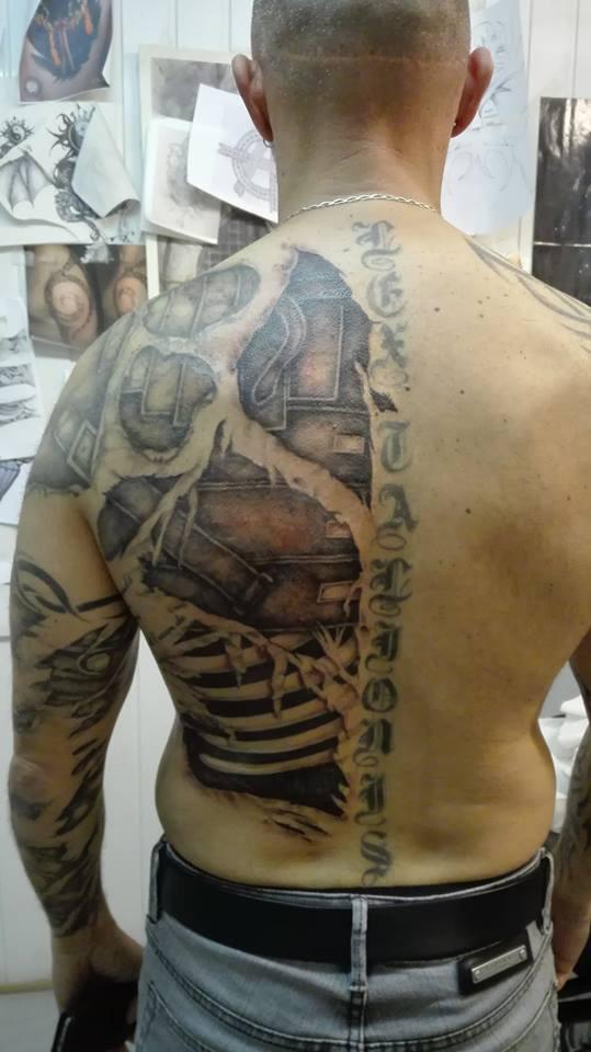 tatouages trompe l il tatouage fausse citatrice tatouage fausse d chirure. Black Bedroom Furniture Sets. Home Design Ideas
