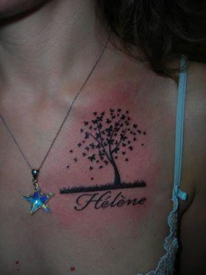 Tatouage prénom avec un arbre papillon