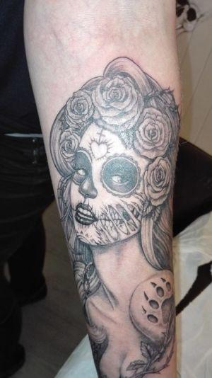 Tatouage femme masque mexcain