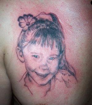 Tatouage portrait petite fille