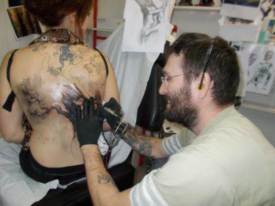 8 Mike le tatoueur pose les ombres