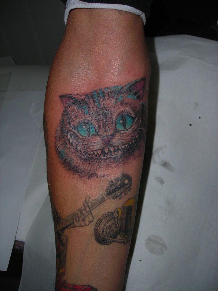 tatouage chat de cheshire alice au pays des merveilles - tattoo studio