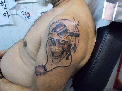 Tatouage tête de mort motard