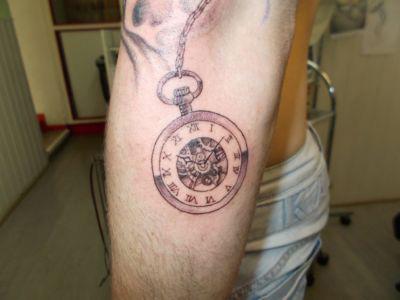 Tatouage montre ancienne
