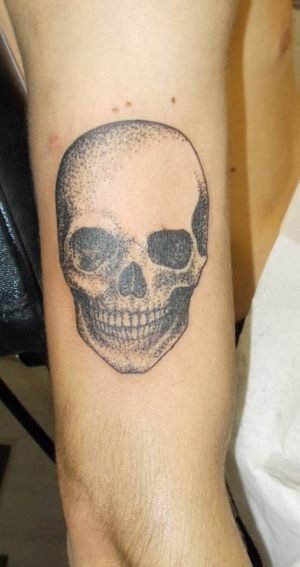 tatouage tête de mort pointillés