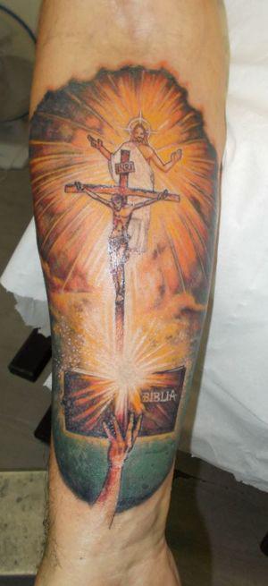 Tatouage d'un Christ en couleurs