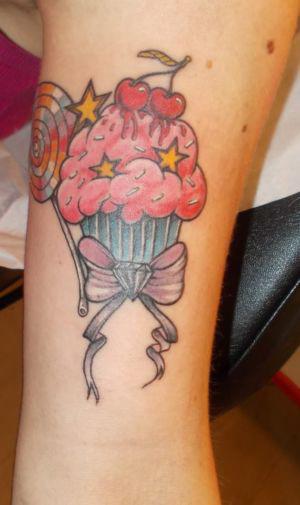 Tatouage cupcake en couleur