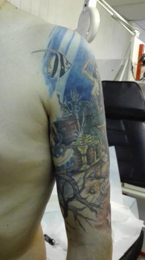 Tatouage demi-bras en couleur