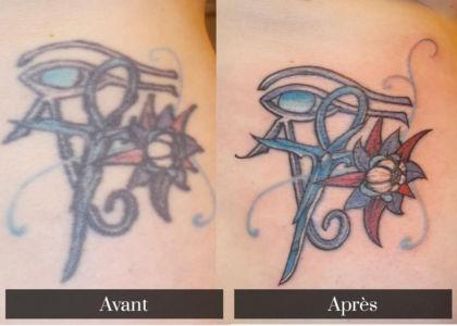 Recouvrement de tatouage hiéroglyphe égyptien