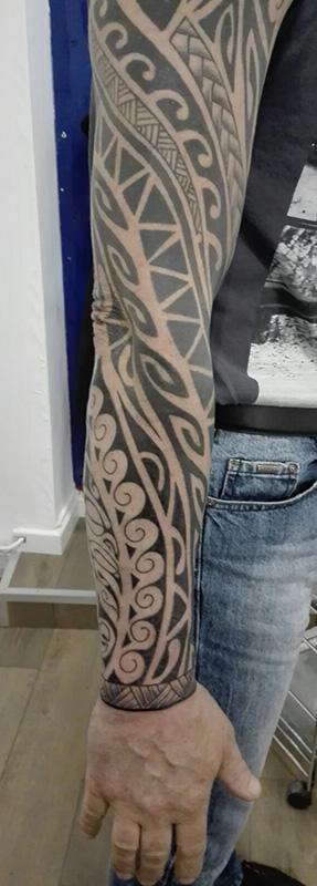Tatouage tribal avant bras